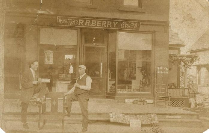 """""""West End Grocery : R. B. Berry."""" Ancienne carte postale photographique, postée en 1908. (Collection privée) / Early photographic postcard, postmarked in 1908. (Private collection)"""