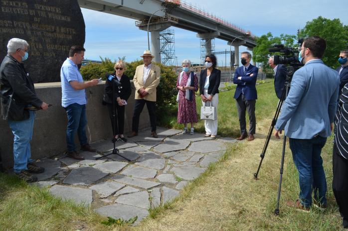 Presentation of QAHN's 2020 Richard Evans Award at the Black Rock Irish Memorial in Montreal (June 11, 2021)