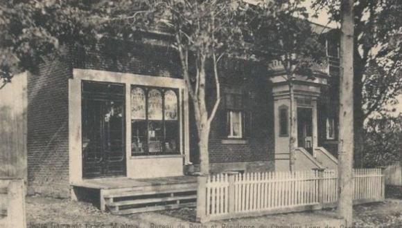 Early postcard, c.1910. Ancienne carte postale, v.1910.
